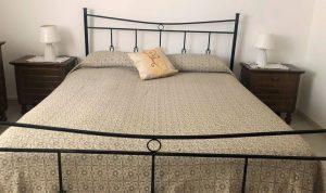 1 chambre double- 1 canapé-lit simple – Love Sicily 32